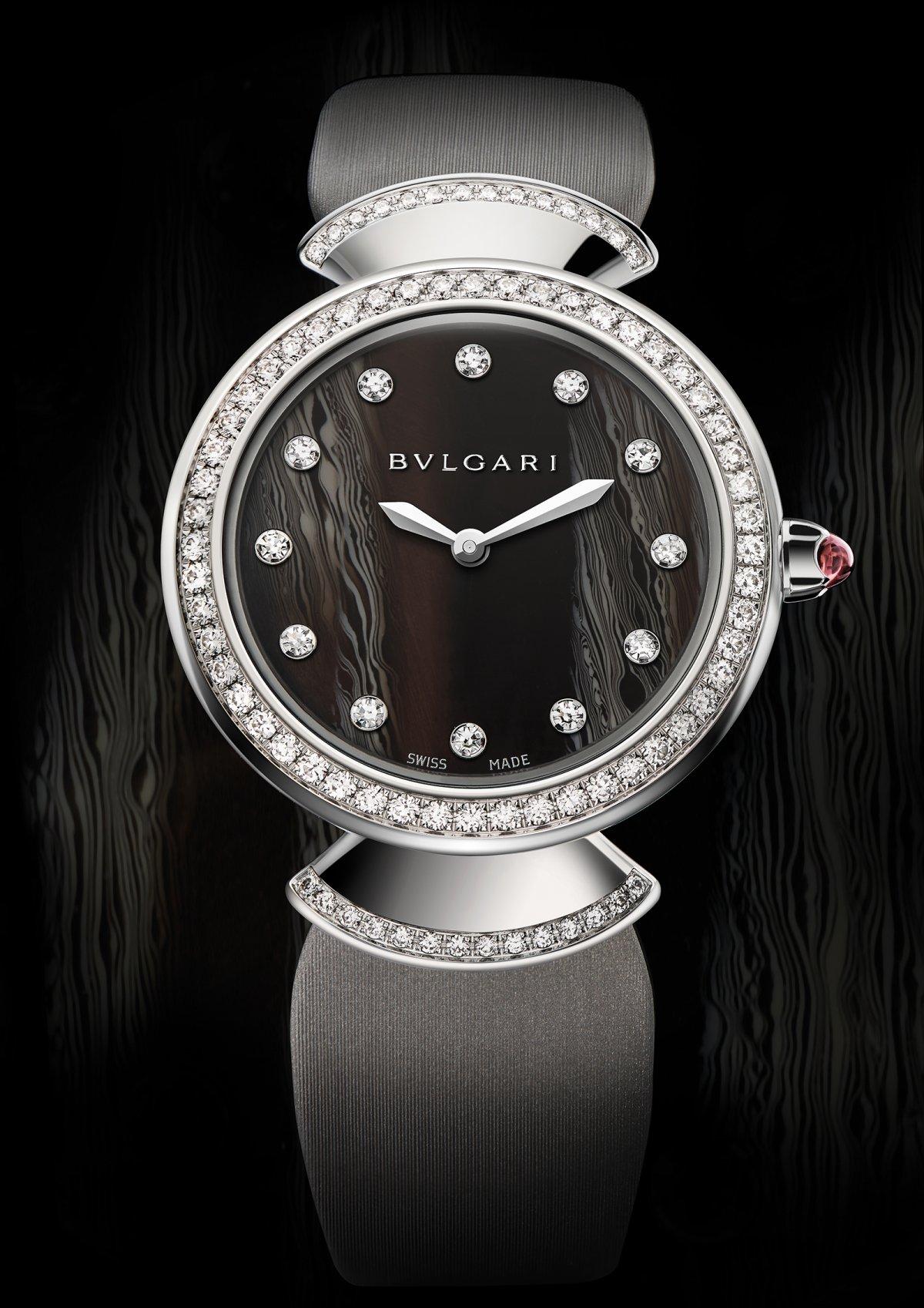 Avec Diva, Bulgari surprend et innove également en termes de création  horlogère en faisant le choix étonnant d un cadran en acétate naturelle. 44500406e20